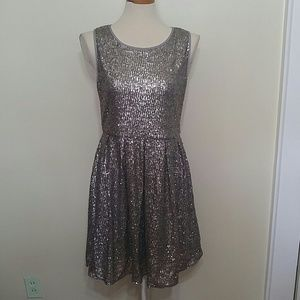 ISSI silver sequins pleated party dress size large